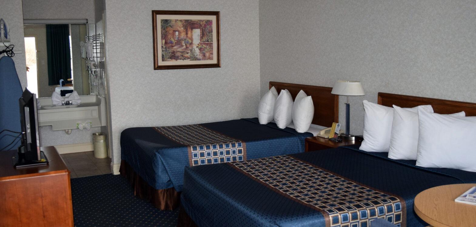 2-Room Suite Bedroom